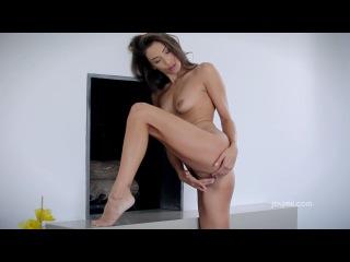 Joymii- Смазливая мастурбаия с краоткой Celeste
